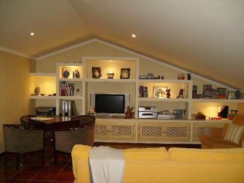 Sala De Tv No Sotao ~  de um sótãose tiverem algum restauremno e disfrutam bons