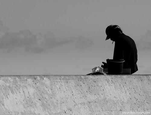 O José Grande, em meditação no novo Porto de São Fernando (Porto Martins)...