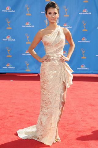 Os vestidos dos emmys awards 2010 2 mini saia - Alfombra nina ...