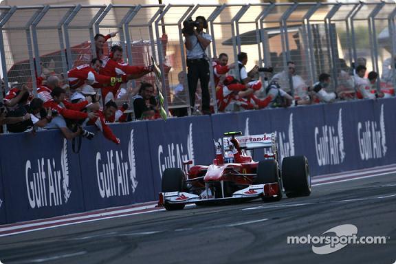 Fernando Alonso estreou-se com a Ferrari vencendo no Bahrain...