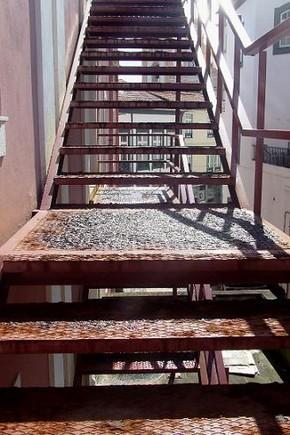 As escadas laterais do Teatro Angrense...-1