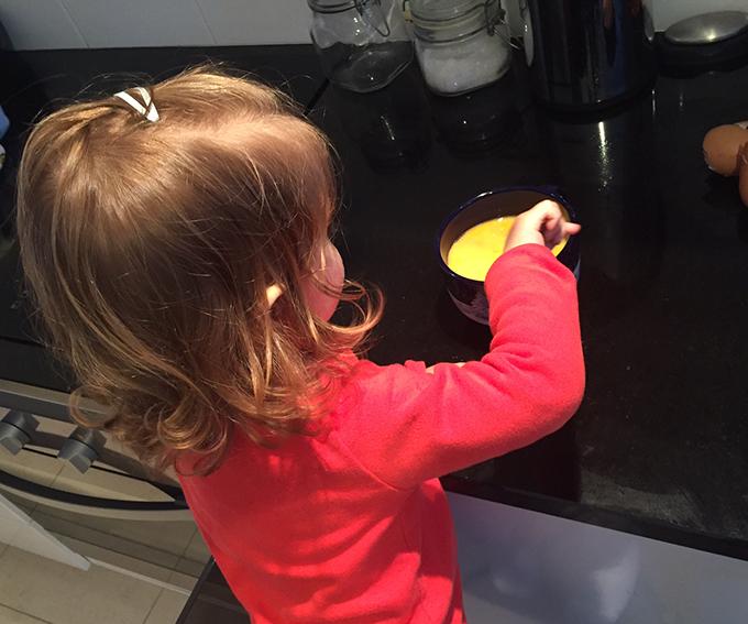 Lara a cozinhar