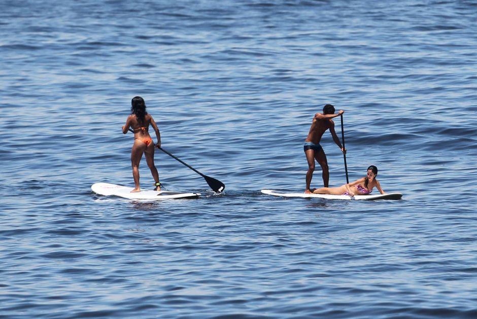 Praia do Arpoador Surfistas de Standup aproveitam o dia de sol nesta quarta (07Mar12). Segundo o Climatempo, o carioca vai ter tempo bom e céu claro pelo menos até domingo - Foto Jorge William - Agência O Globo